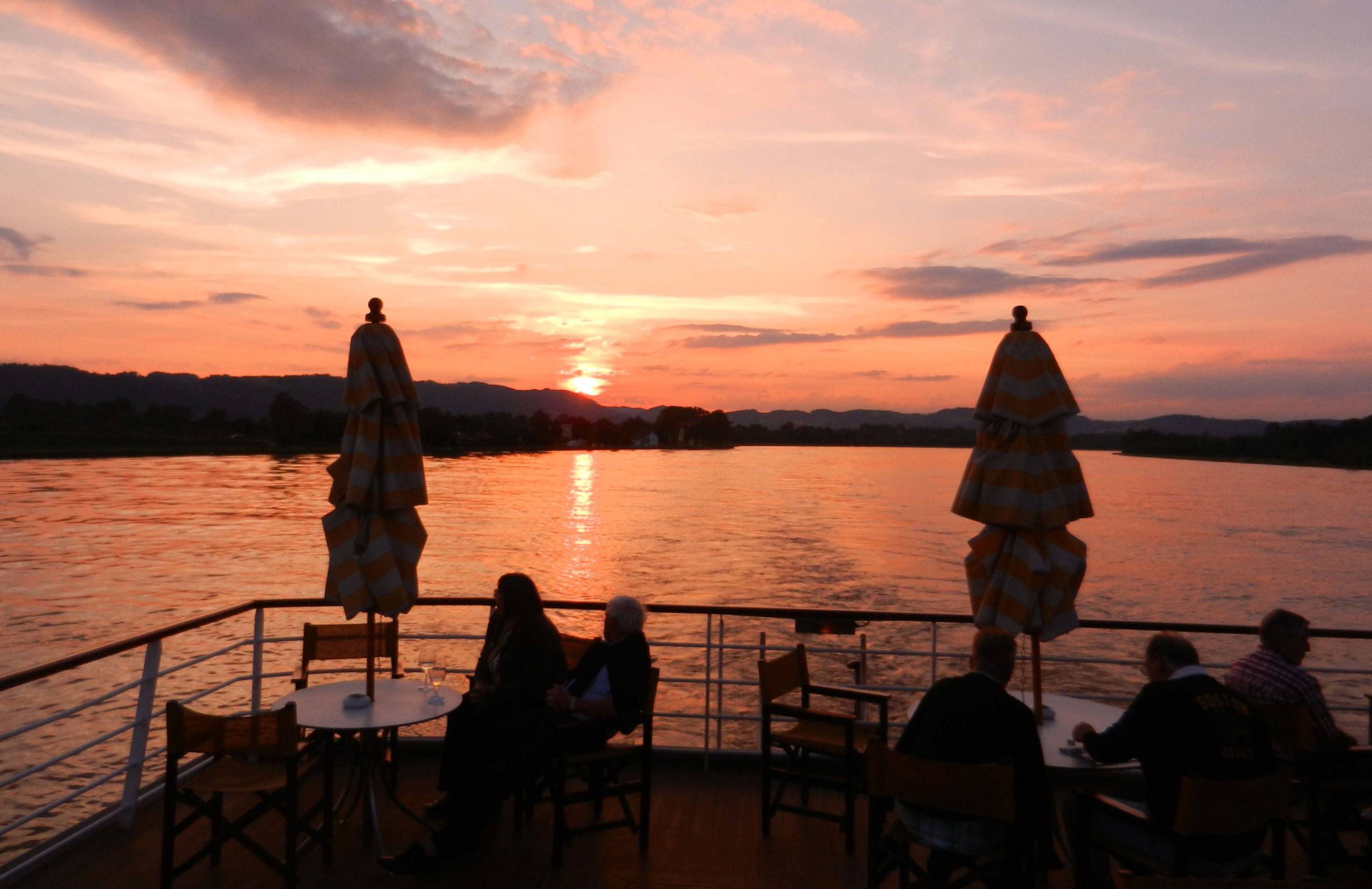 Ferientraum Sonnenuntergang Donau