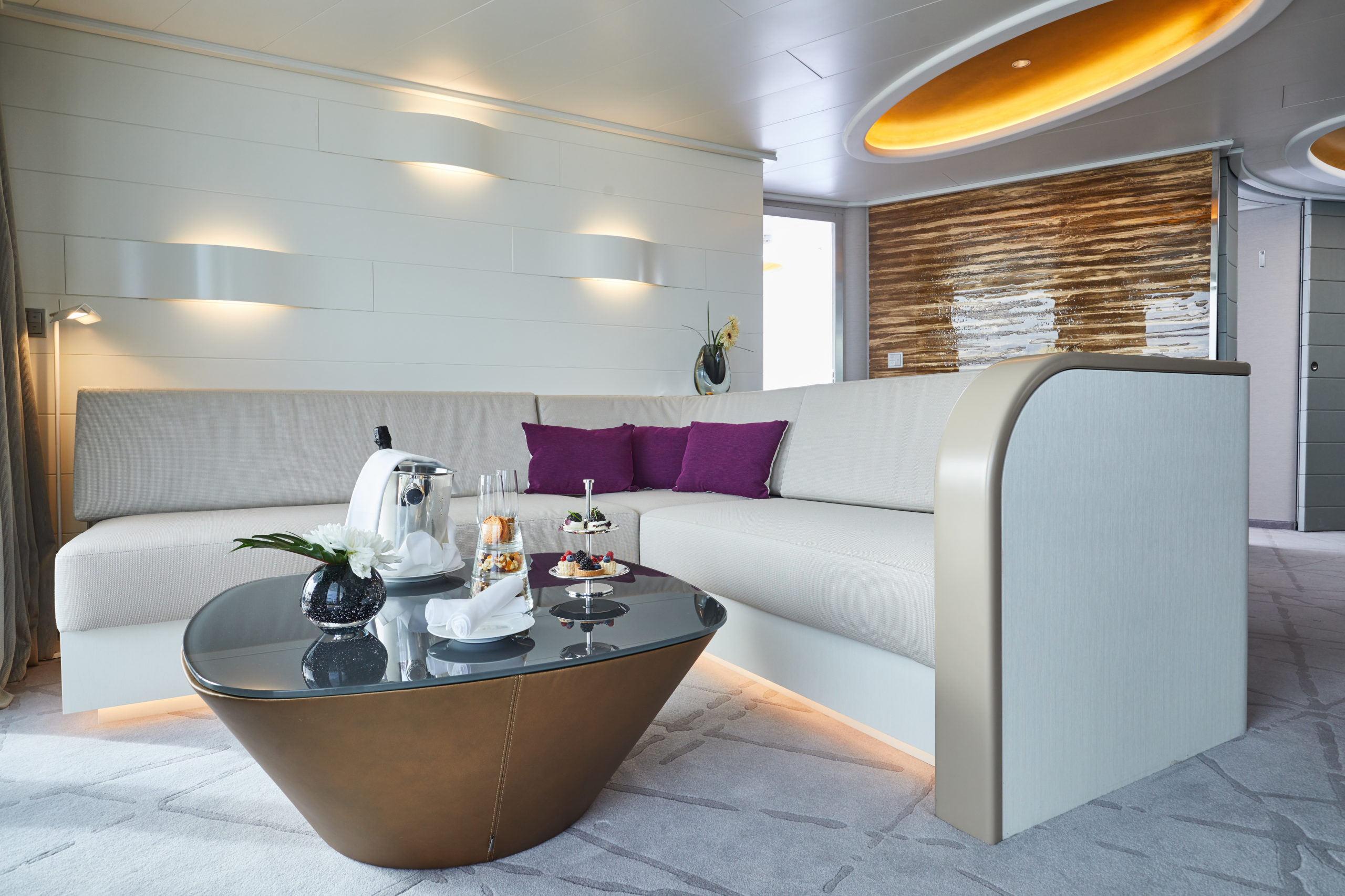 Hapag Lloyd MS Hanseatic inspiration Grand Suite Wohnbereich