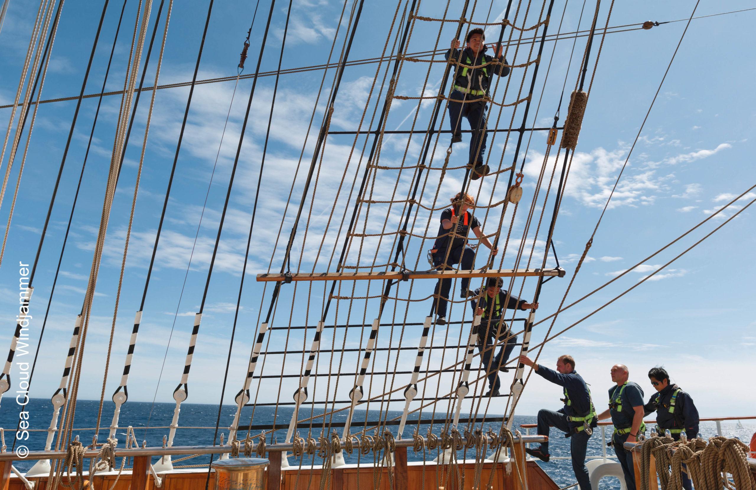 Sea Cloud II Crew in der Tackelage