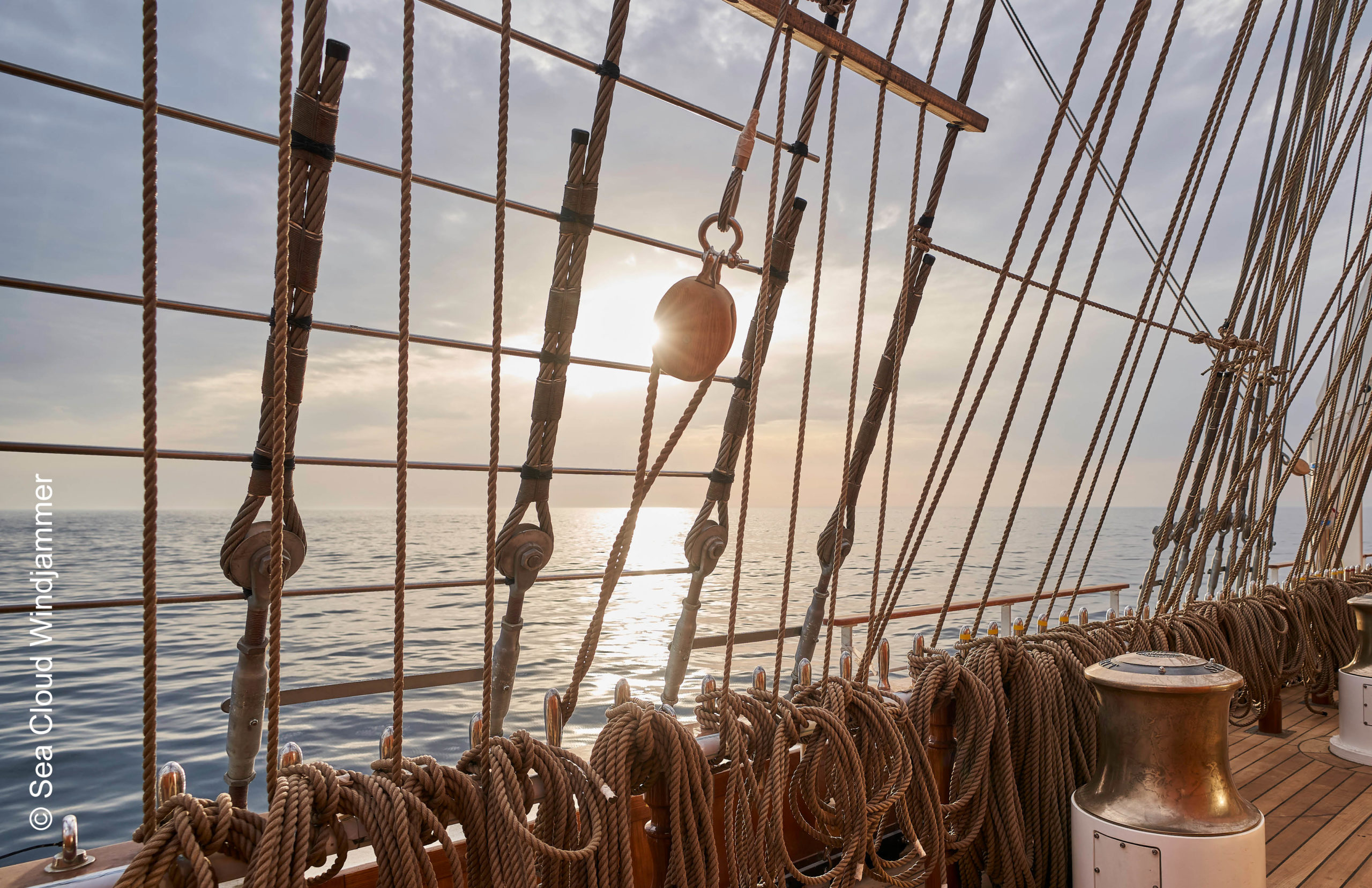 Sea Cloud Spirit unter Segeln Sonnenuntergang